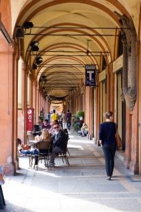 Portico-Bologna-People